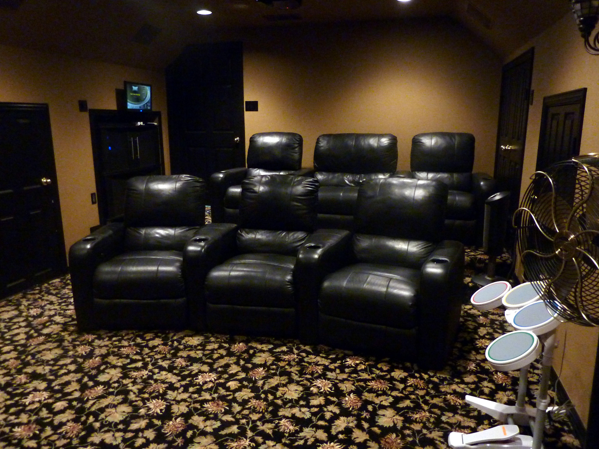 rkhobbit's Home Theater Gallery - Home Theater (21 photos)