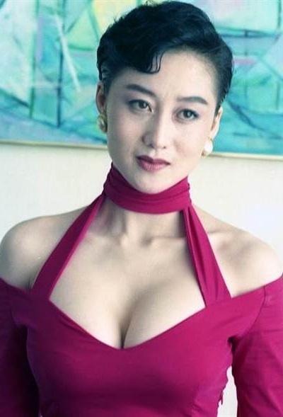 Qun ying luan wu